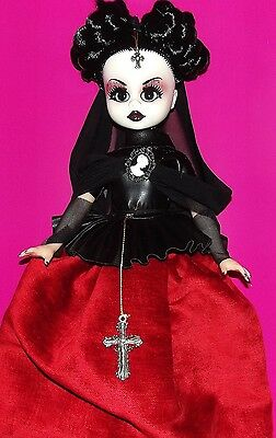 Endisa doll. The Gothic Vamps. Lady Grisela.  46 cm. 18 inches.