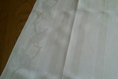 "VINTAGE 22""x38"" IVORY LINEN DAMASK TOWEL WITH QUAIL DESIGN ~ SCALLOPED EDGES"