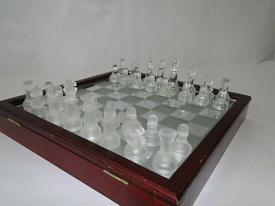 Chess, Échecs, ajedrez, Of glass, with box wood and glass panel