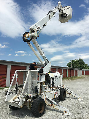 2007 Altec P37A 42' AT37G Rubber Tired Backyard Boom Bucket Machine with Trailer