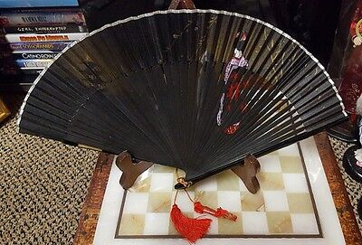 VINTAGE BEAUTIFUL HAND PAINTED ORIENTAL HAND FAN, 20cm