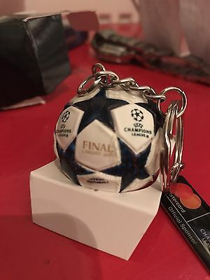 UEFA CHAMPIONS LEAGUE FINAL 2017 Mastercard Football Keychain + Program And Pass