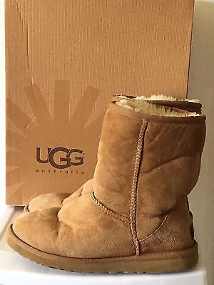 UGG Australia Classic Short Chestnut Brown 5825 Women's Boots Size 6 w/ BOX