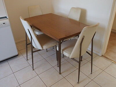 Vintage Kitchen Table and 4 Chairs (1970's)