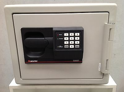 Sentry Electronic Keypad Lock Security Safe Box Fire Drop Deposit Made In USA