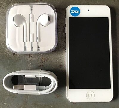 Apple iPod touch 5th Generation (Late 2012) Silver (32GB) Bundled Extras