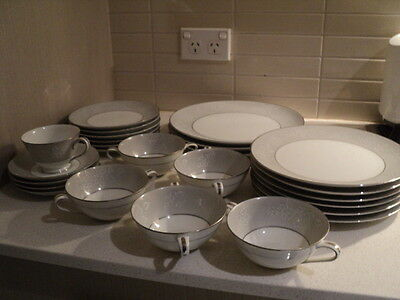 Noritake Japan Damask #5698 25 pieces