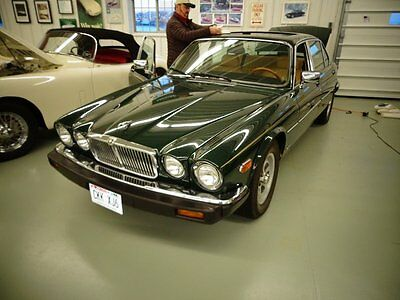 1986 Jaguar XJ6  1986 Green Luxury Fully Optioned Low Miles One Owner