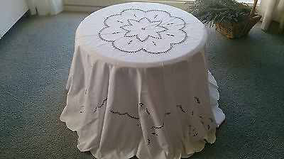 White Vintage Embroidered Cutwork Tablecloth. Round 160Cm. In Diam.