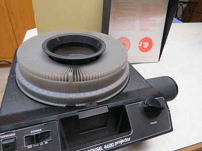 Kodak Carousel 4600 Slide Projector with case, wired remote, manual & extra bulb