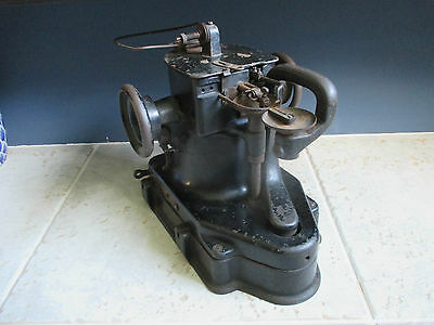 Rare 1918 Industrial Singer 46K33 Fur Leather Gloves sewing machine