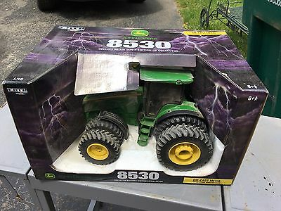 ertl 8530 John Deere Tractor Collector Edition New In Box Die Cast 1/16 Toy