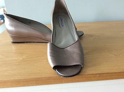 ladies beautiful Davell leather wedge shoes , size 7, hardly worn in vgc.