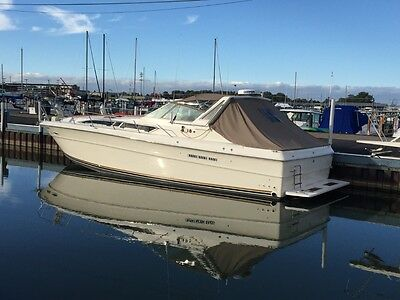 SEA RAY 390 Express Cruiser very low  engine hours!