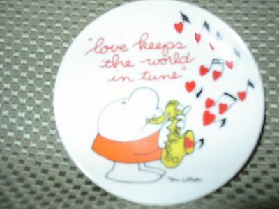 """Ziggy 1978  4"""" plate """"love keeps the world in tune"""" with back hook"""