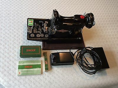 Beautiful  Vintage Singer 221K Featherweight sewing machine with case
