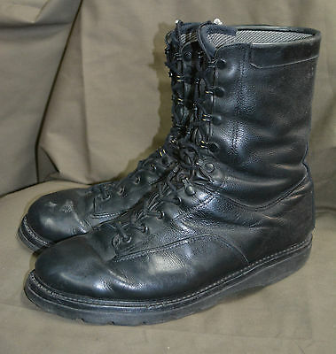 Used Canadian military combat boots size 290/106 ( around 11 )  (Z-51)
