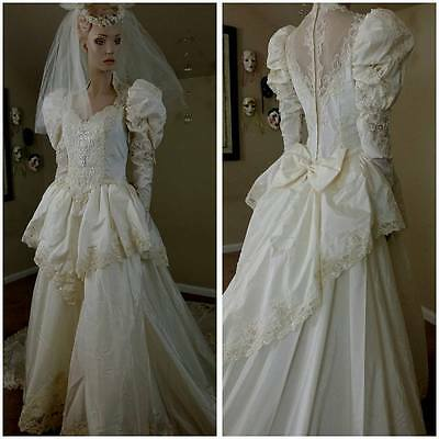 Beautiful Vintage 80s Victorian style ivory wedding gown with train size 10