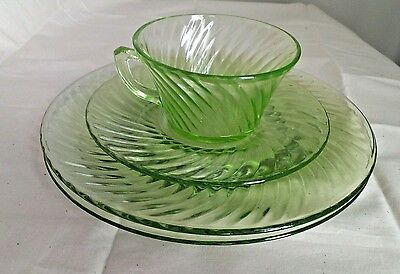 "Green Depression Glass Spiral 4 pc Lot  (2) 8"" Plates Cup Saucer Jeannette 1928."