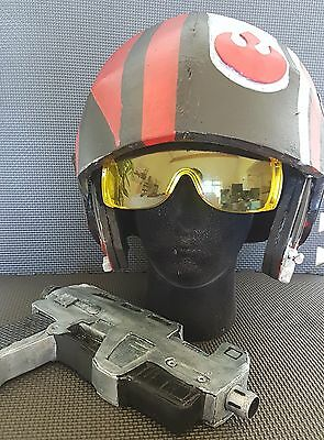 custom Poe Dameron helmet and blaster set. The force awakens. Cosplay or display