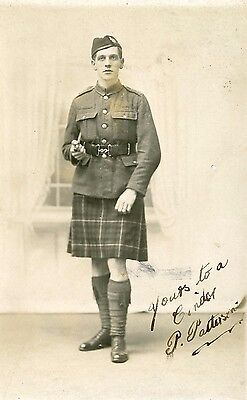 Military - 7th Battalion Highland Light infantry - Scottish kilt soldiers