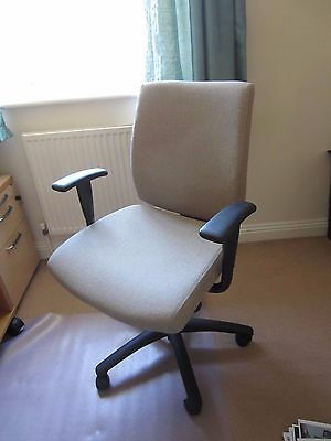 Swivel Office Chair In Vgc