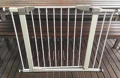 Lindam Orto baby toddler child safety gate self closing with two extensions