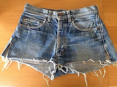 Vintage Levi's high waisted Cut Off Denim Shorts. W30. H42. Wd fit size 10