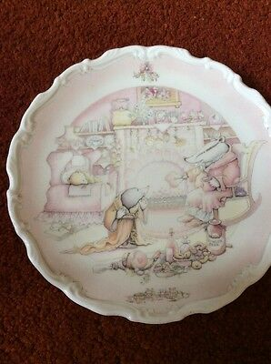 Royal Doulton The Wind in the Willows Badger's House Collectors plate.