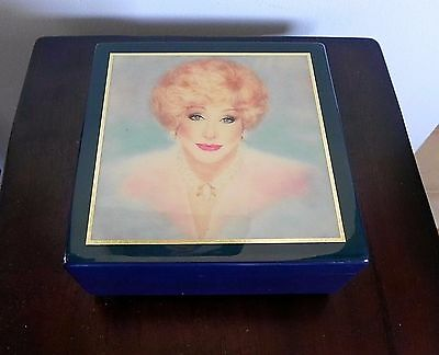Mary Kay IMPOSSIBLE DREAM MUSIC JEWELRY BOX Linden