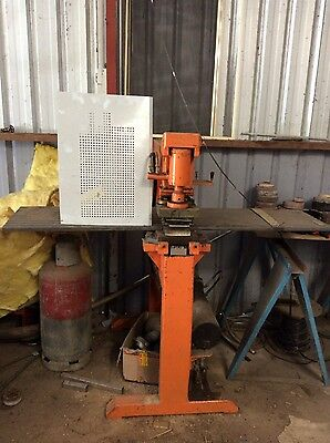 hydraulic Press with Perforation Die