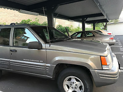 1998 Jeep Grand Cherokee  jeep grand cherokee 98 IN GREAT CONDITION. (124425 MILES)