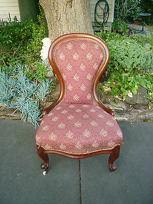 Beautiful Antique Victorian Cedar Ladies Chair!