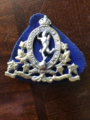 WW2 Canadian Signal Cap Badge With Wool Backing