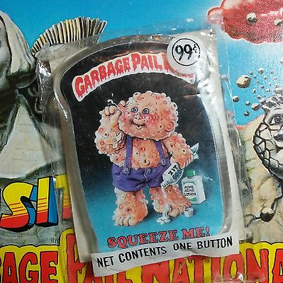New unopened vintage 1986 Garbage Pail Kids button SQUEEZE ME pin 1980's Topps