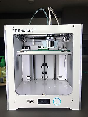 Ultimaker 3 -  Dual Extrusion 3D printer in Mint condition with extras