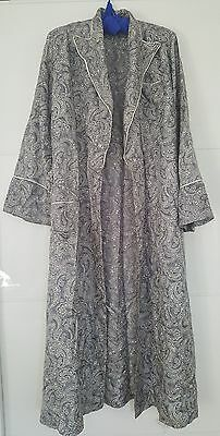 VINTAGE dressing gown - robe - paisley pattern - grey white - womens S M L