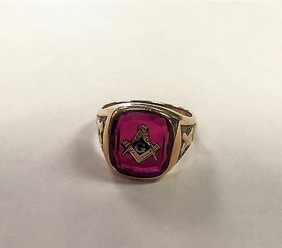 14k Red Stone Men's Masonic Ring - Size 13.5
