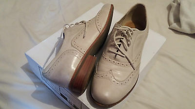 Clarks Beige Cream Brogues Flat Shoes  Size 4.5 D  Lace Up Leather