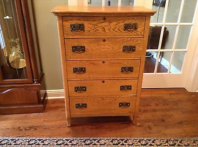 Antique 5 Drawer Oak Dresser. Lovely!