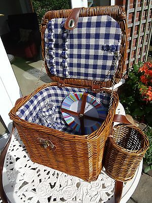 TRADITIONAL 2 PERSON WICKER PICNIC BASKET HAMPER SET slightly used