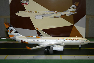 JC Wings 1:200 Etihad Airways Airbus A330-200 A6-EYD XX2648 Die-Cast Model Plane