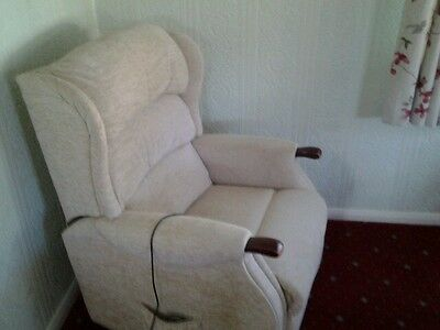 Rise and recliner chair