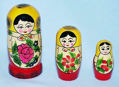 Set  Of 3 Russian Wooden Hand Painted Traditional Matryoshka Nesting Dolls.