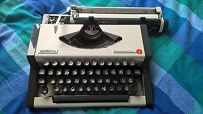 Vintage Olympia Traveller de Luxe Vintage Portable Typewriter with cover