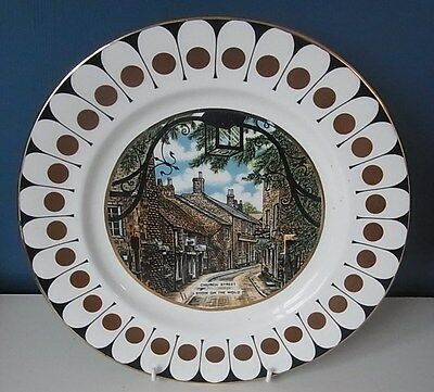 "Royal Sutherland (Hudson & Middleton) ""church Street Stow On Wold"" Plate - 10.5"""