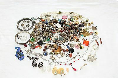Mixed Vintage/Modern Jewellery Lot mainly for Spares/Repairs/Crafting