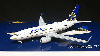 United Airlines Boeing 737-700 N12754 Gemini Jets GJUAL1601 Scale 1:400