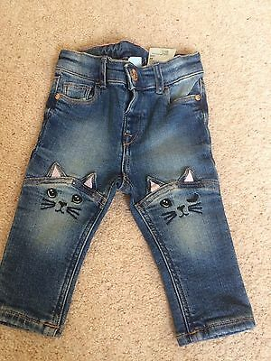 Brand new (no tag) Baby Girl's H&M Jeans With Cat Knees (4-6 Months)
