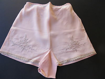 VINTAGE 1940's LADIES PINK SATIN TAP PANTS  w/ EMBROIDERED FLOWERS, LACE TRIM